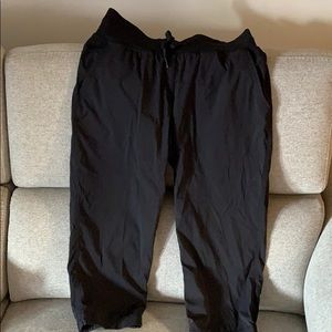 Black Capri lululemon pants